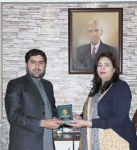 Muhammad Ali Achakzai Receiving Award